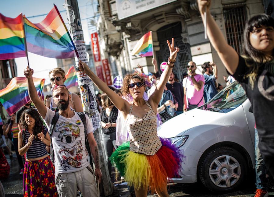 LGBTI-13UNCU-ISTANBUL-ONUR-YURUYUSU-28-HAZIRAN-2015-FOTO-VEDAT-ARIK-06.jpg