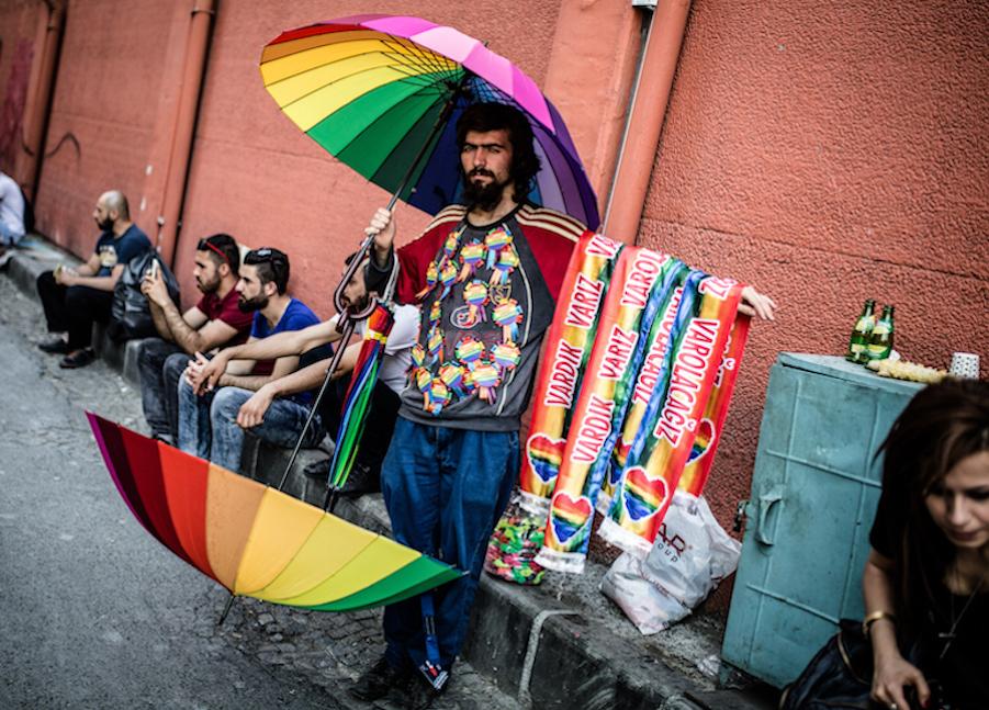 LGBTI-13UNCU-ISTANBUL-ONUR-YURUYUSU-28-HAZIRAN-2015-FOTO-VEDAT-ARIK-08.jpg