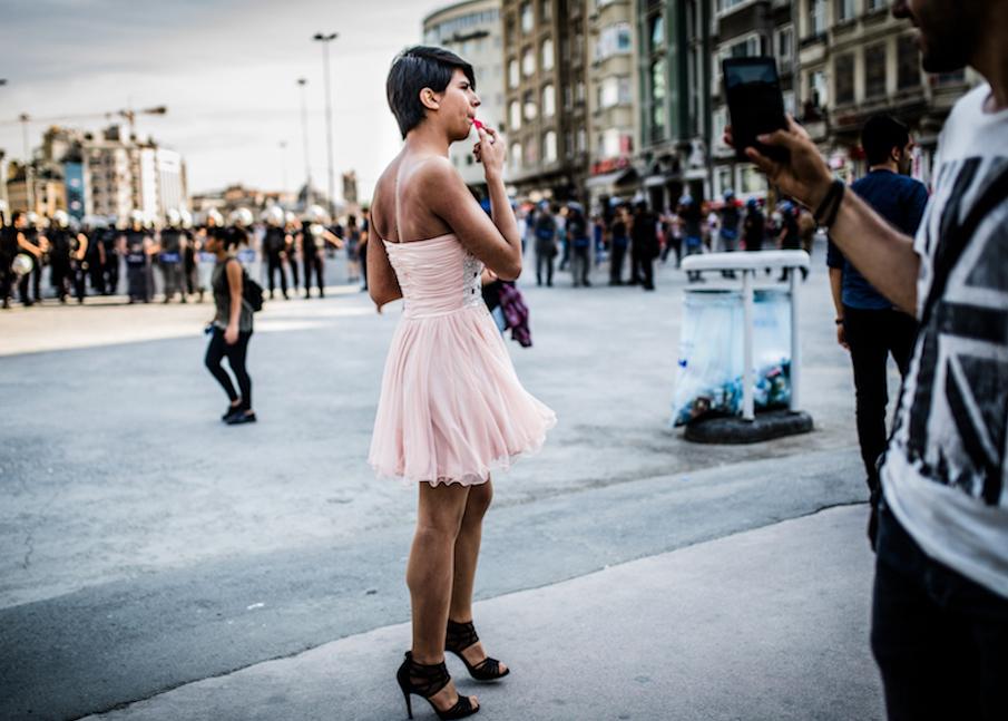 LGBTI-13UNCU-ISTANBUL-ONUR-YURUYUSU-28-HAZIRAN-2015-FOTO-VEDAT-ARIK-12.jpg