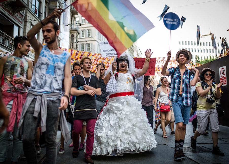 LGBTI-13UNCU-ISTANBUL-ONUR-YURUYUSU-28-HAZIRAN-2015-FOTO-VEDAT-ARIK-13.jpg