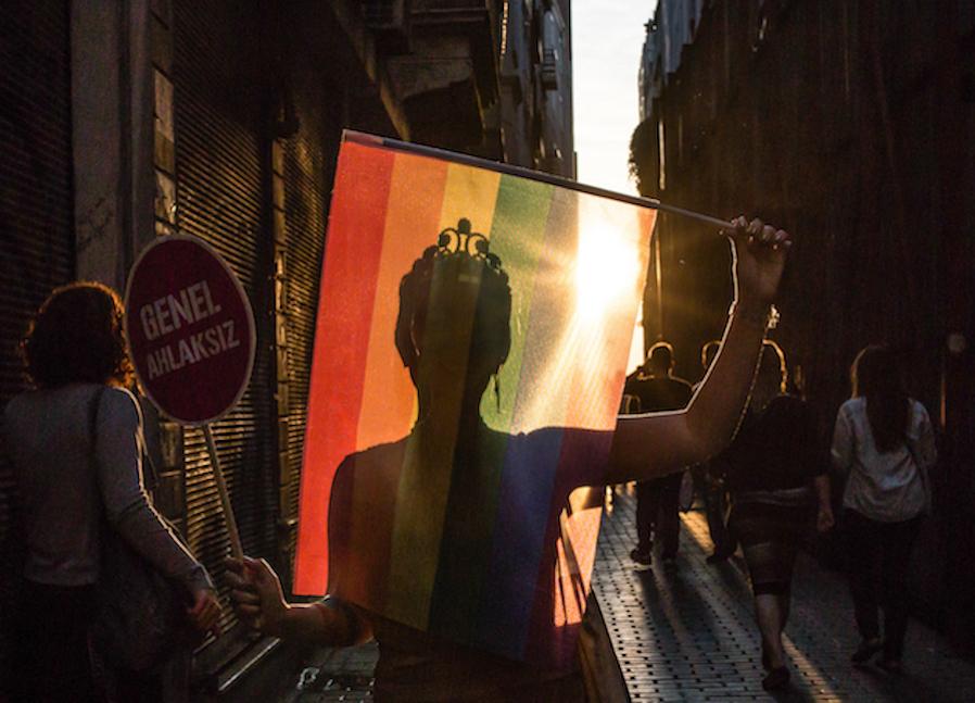 LGBTI-13UNCU-ISTANBUL-ONUR-YURUYUSU-28-HAZIRAN-2015-FOTO-VEDAT-ARIK-15.jpg