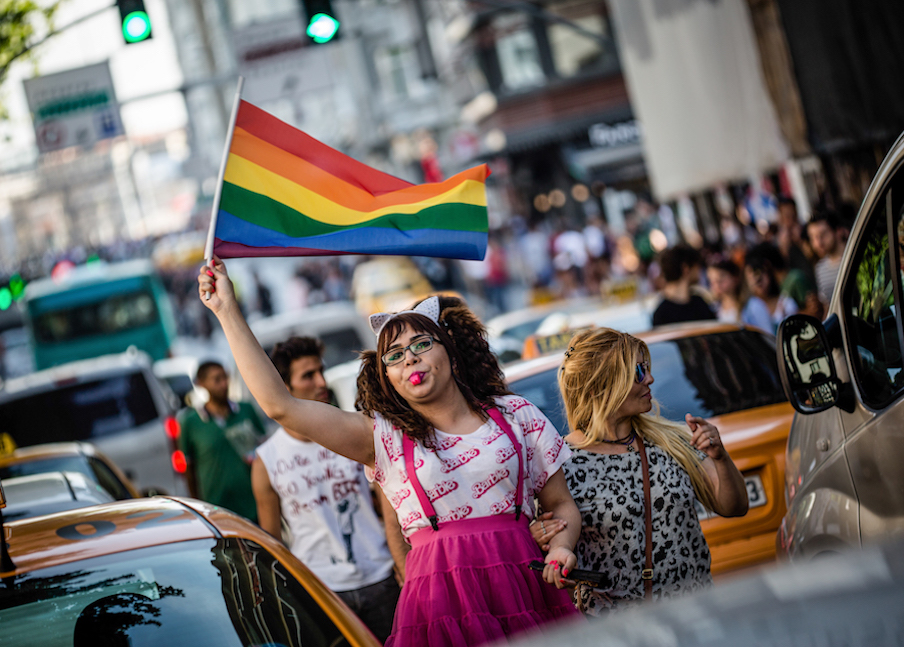 LGBTI-13UNCU-ISTANBUL-ONUR-YURUYUSU-28-HAZIRAN-2015-FOTO-VEDAT-ARIK-18.jpg