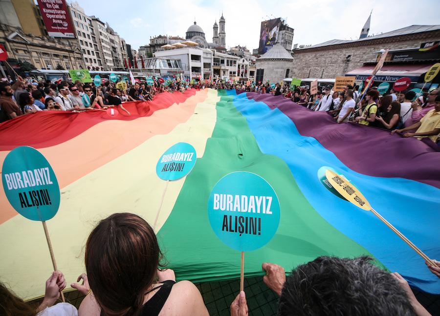 LGBTI-7INCI-ISTANBUL-ONUR-YURUYUSU-29-HAZIRAN-2009-FOTO-VEDAT-ARIK-04.jpg