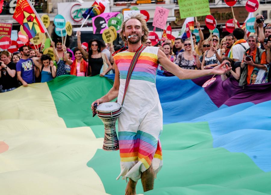LGBTI-7INCI-ISTANBUL-ONUR-YURUYUSU-29-HAZIRAN-2009-FOTO-VEDAT-ARIK-05.jpg